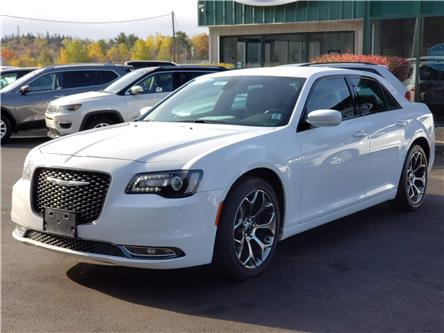 2018 Chrysler 300 S (Stk: 10577) in Lower Sackville - Image 2 of 16