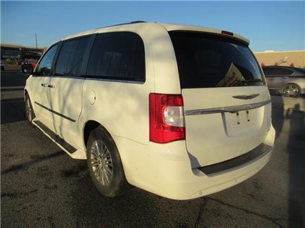 2011 Chrysler Town & Country REAR ENTERTAINMENT | BLUETOOTH | (Stk: 709374T) in Brampton - Image 2 of 20