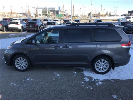 2012 Toyota Sienna LE 7 Passenger (Stk: 200053A) in Cochrane - Image 2 of 17