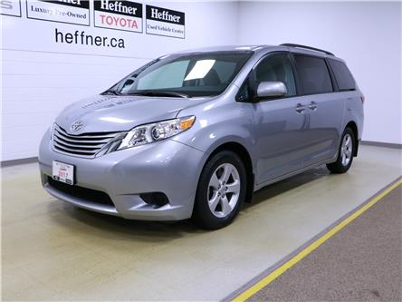 2017 Toyota Sienna LE 8 Passenger (Stk: 196124) in Kitchener - Image 1 of 33