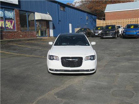 2019 Chrysler 300 S (Stk: 516895) in Dartmouth - Image 2 of 24