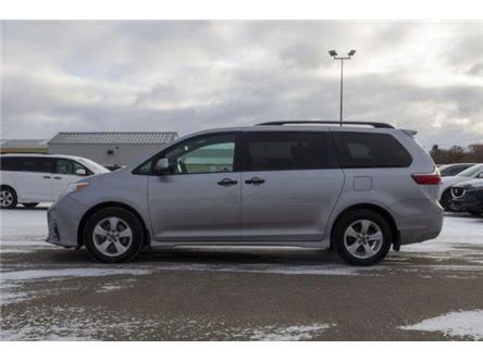 2018 Toyota Sienna 7-Passenger (Stk: V1060) in Prince Albert - Image 2 of 11