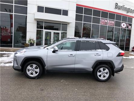 2019 Toyota RAV4 LE (Stk: U10897) in Burlington - Image 2 of 18