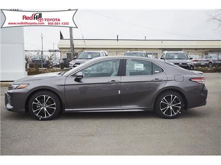 2020 Toyota Camry SE (Stk: 20305) in Hamilton - Image 2 of 14