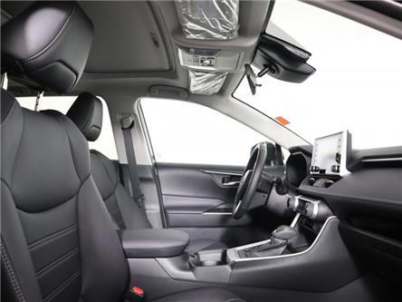 2020 Toyota RAV4 XLE (Stk: E1401) in London - Image 2 of 10
