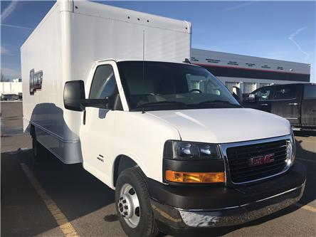 2020 GMC Savana Cutaway 4500 4500 Van (Stk: 210339) in Lethbridge - Image 2 of 27