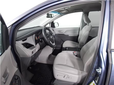 2017 Toyota Sienna SE 8 Passenger (Stk: U-0643) in Huntsville - Image 2 of 34