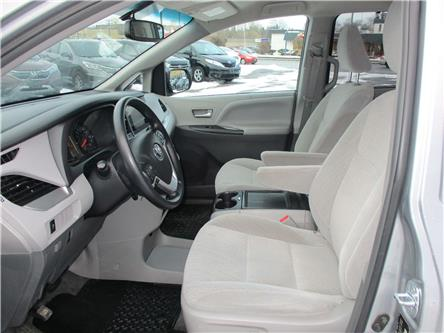 2017 Toyota Sienna LE 8 Passenger (Stk: 191898) in Richmond - Image 2 of 14