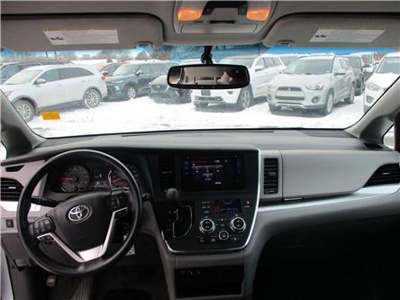 2018 Toyota Sienna LE 8-Passenger (Stk: 191899) in Kingston - Image 1 of 15