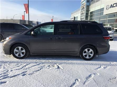 2019 Toyota Sienna LE 8-Passenger (Stk: A4092) in Saskatoon - Image 2 of 18