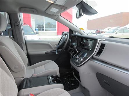 2020 Toyota Sienna LE 7-Passenger (Stk: 9993) in Okotoks - Image 2 of 21