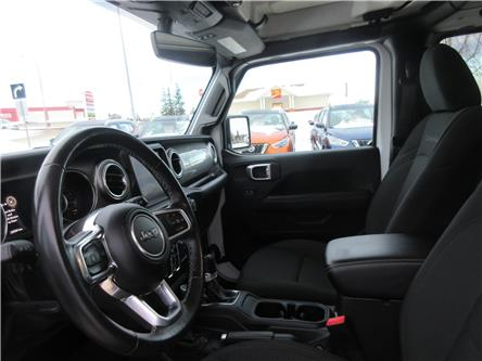 2019 Jeep Wrangler Unlimited Sahara (Stk: 9894) in Okotoks - Image 2 of 30