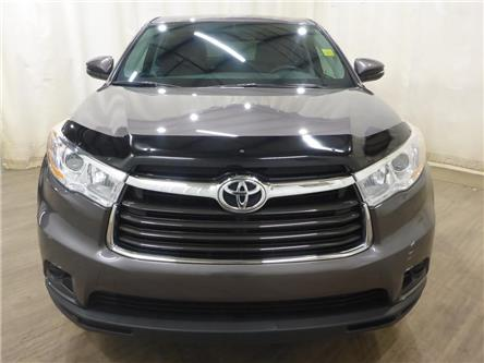 2016 Toyota Highlander LE (Stk: 19122375) in Calgary - Image 2 of 25