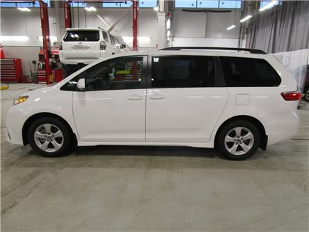 2020 Toyota Sienna LE 8-Passenger (Stk: 209069) in Moose Jaw - Image 2 of 32