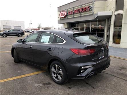 2020 Kia Forte5 EX (Stk: KFO2012) in Chatham - Image 2 of 15