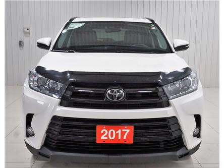 2017 Toyota Highlander XLE (Stk: H19091A) in Sault Ste. Marie - Image 1 of 25