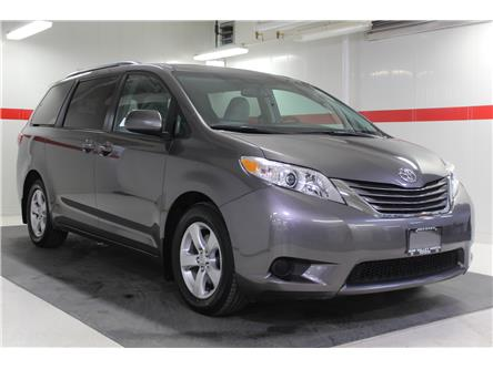 2017 Toyota Sienna LE 8 Passenger (Stk: 300419S) in Markham - Image 2 of 24