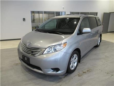 2015 Toyota Sienna LE FWD 8-Passenger (Stk: 200981) in Brandon - Image 2 of 24