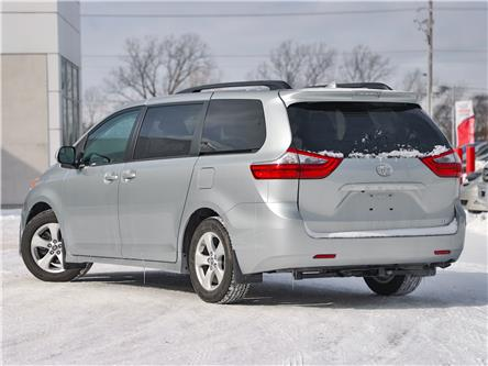 2020 Toyota Sienna LE 8-Passenger (Stk: 3669) in Welland - Image 2 of 21