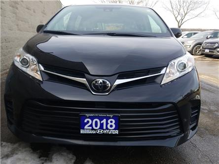 2018 Toyota Sienna LE 8-Passenger (Stk: 41148A) in Mississauga - Image 2 of 18