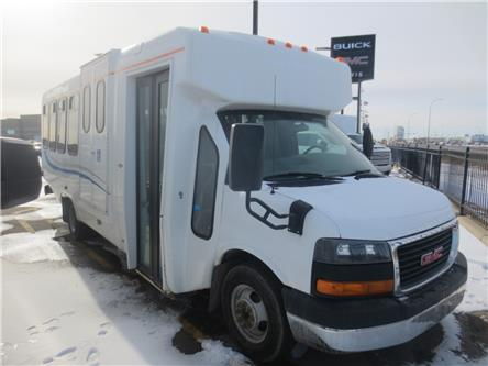 2011 GMC Savana Cutaway 4500 Series (Stk: 202139) in Lethbridge - Image 1 of 10