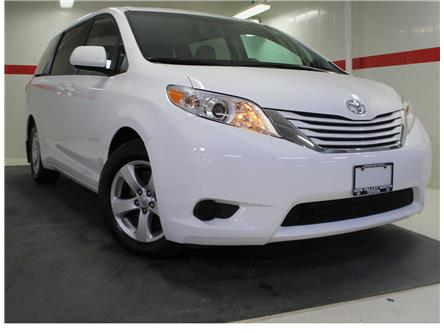 2016 Toyota Sienna LE 8 Passenger (Stk: 300649S) in Markham - Image 1 of 23