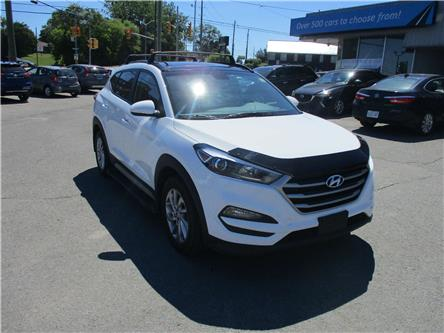 2017 Hyundai Tucson SE (Stk: 200468) in Kingston - Image 1 of 21