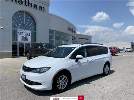 2017 Chrysler Pacifica Touring (Stk: U04590) in Chatham - Image 1 of 30