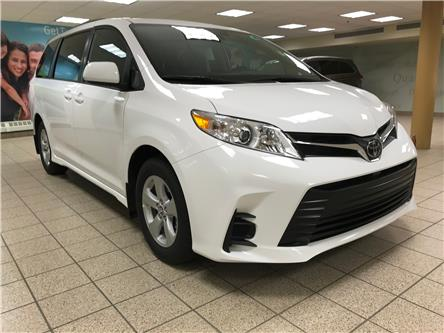 2020 Toyota Sienna LE 8-Passenger (Stk: 201157) in Calgary - Image 1 of 19