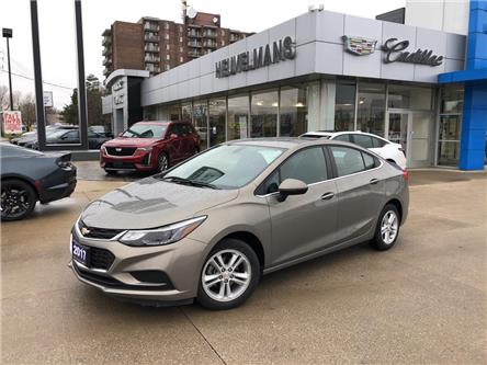 2017 Chevrolet Cruze LT Auto (Stk: 20119A) in Chatham - Image 1 of 17