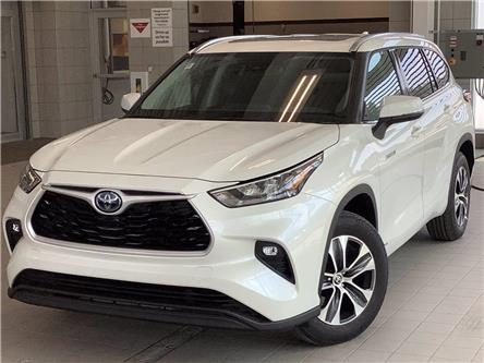 2020 Toyota Highlander Hybrid XLE (Stk: 22330) in Kingston - Image 1 of 30
