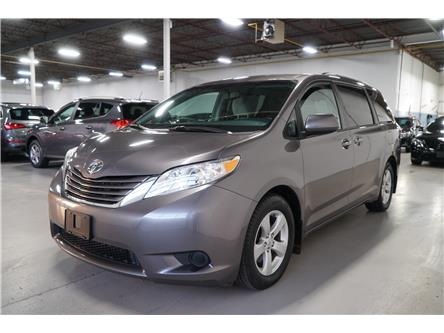 2017 Toyota Sienna LE 8 Passenger (Stk: 878025) in Vaughan - Image 1 of 24