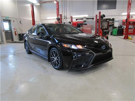 2021 Toyota Camry Hybrid SE (Stk: 218010) in Moose Jaw - Image 1 of 32