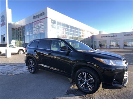 2019 Toyota Highlander LE (Stk: 9285A) in Calgary - Image 1 of 25