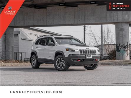 2021 Jeep Cherokee Trailhawk (Stk: M115960) in Surrey - Image 1 of 24