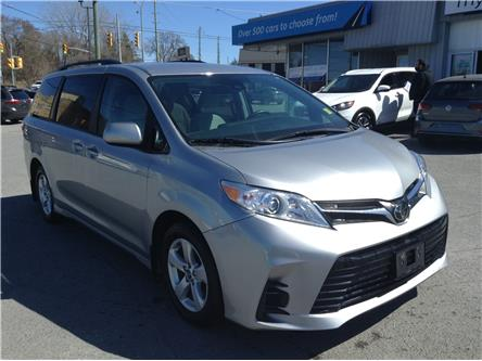 2018 Toyota Sienna LE 8-Passenger (Stk: 210300) in Kingston - Image 1 of 23