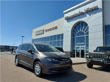 2021 Chrysler Grand Caravan SXT (Stk: AM033) in Olds - Image 1 of 28