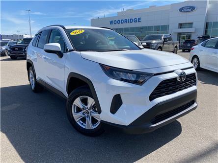 2019 Toyota RAV4 LE (Stk: 17860) in Calgary - Image 1 of 21