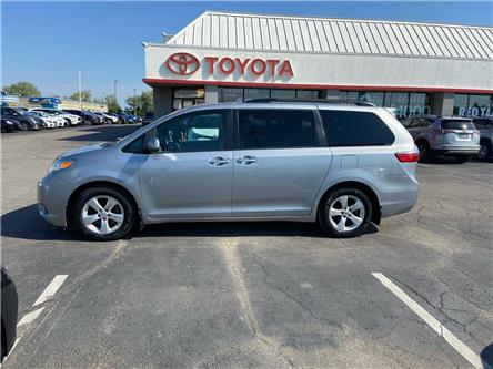 2017 Toyota Sienna  (Stk: 2106551) in Cambridge - Image 1 of 18