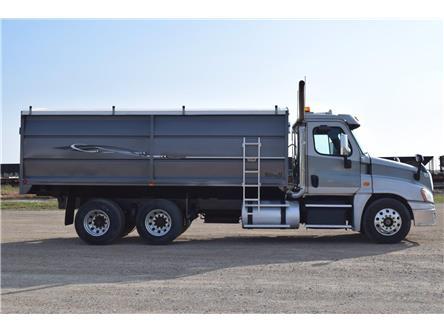 2013 Freightliner Cascadia 125 Grain Truck  (Stk: M7653) in Watrous - Image 1 of 32