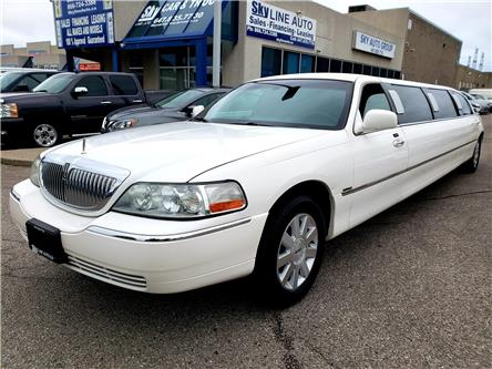 2004 Lincoln Town Car Executive (Stk: ) in Concord - Image 1 of 17