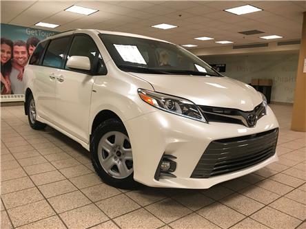 2019 Toyota Sienna XLE 7-Passenger (Stk: 6075) in Calgary - Image 1 of 21