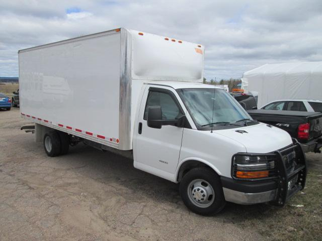 2013 Chevrolet Express Cutaway 4500 Series (Stk: 18333) in Pembroke - Image 1 of 10