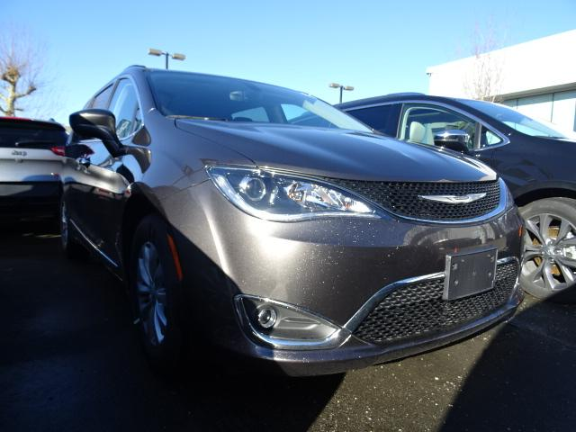 2017 Chrysler Pacifica Touring-L (Stk: H570517) in Surrey - Image 1 of 9