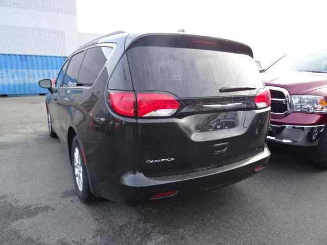 2017 Chrysler Pacifica LX (Stk: H683075) in Surrey - Image 2 of 10