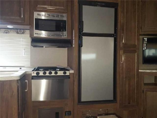 2017 Keystone COUGAR 5TH WHEEL  (Stk: QR021) in  - Image 2 of 8