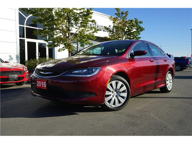 2016 Chrysler 200 LX (Stk: 1660191R) in Thunder Bay - Image 1 of 6