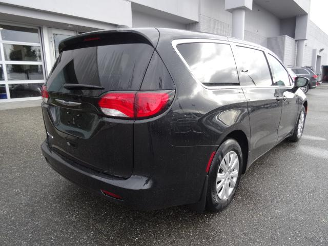 2018 Chrysler Pacifica L (Stk: J141176) in Surrey - Image 4 of 13