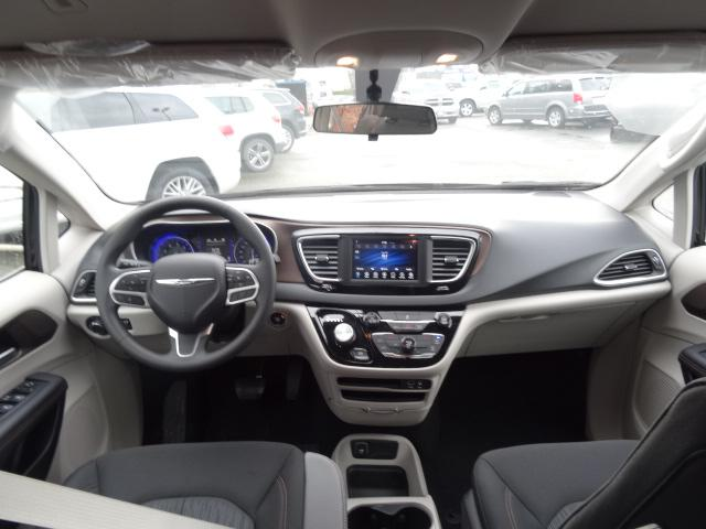 2018 Chrysler Pacifica L (Stk: J141176) in Surrey - Image 10 of 13