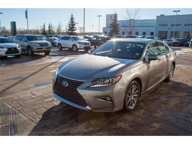 2018 Lexus ES 300h Base (Stk: 180018) in Calgary - Image 2 of 7